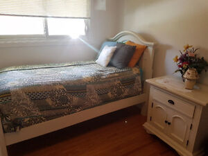 Single bed set with mattress