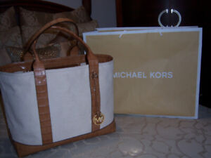 AUTHENTIC MICHAEL KORS  TOTE  BRAND NEW WITH TAG