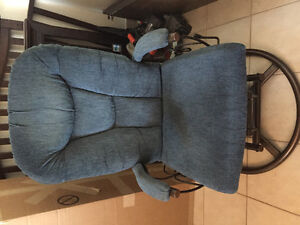 Chaise buy or sell chairs recliners in gatineau for Chaise berceuse