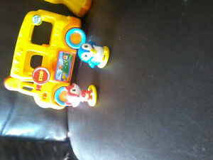 Leap frgo bus and toy gautire