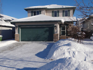 2-Storey with Double Attached Garage in Deer Ridge!