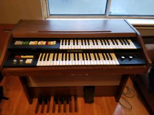 Hammond VS 300 Organ