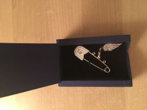 NEW Swarovski brooch