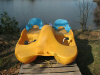 Paddle boat with canopy Water Bee