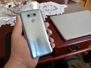 Like New Unlocked Silver Grey LG G6 + 2 Clear Cases