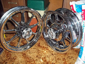 HARLEY DAVIDSON FLH CHROME WHEELS