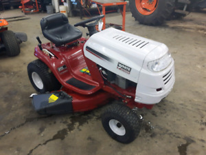 White lawn tractor 17hp