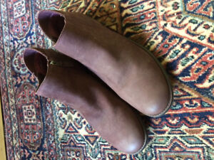 Kenneth Cole Burgundy Ankle Boots/Booties