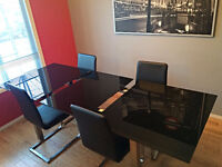 *$500* Modern extendable dining table & 4 chair combo