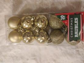 10 plastic golden baubles