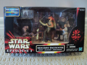 Star Wars Mos Espa Encounter 3 figure set *NEW IN BOX*