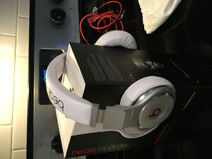 Beats by Dre. White Studio Pro wired Headphones