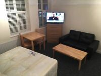 Stunning LARGE DOUBLE Rooms available for Quick move WATFORD Queens Road - £150 / WEEK