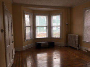 1 BDRM HERITAGE APT - DOWNTOWN CH'TOWN NEAR HOLLAND COLLEGE