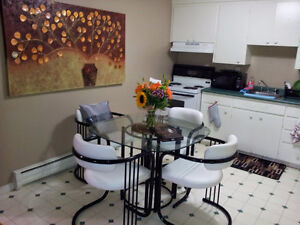 glass dinning room table with leather chairs