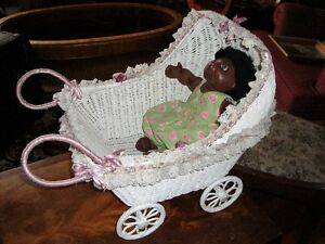 Small wicker buggyand doll