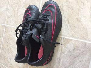 Nike turf soccer cleats  size 4