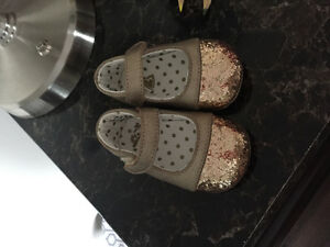 Gold aparkly baby girl 3-6m shoes