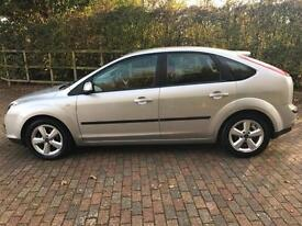 FORD FOCUS AUTOMATIC ZETEC CLIMATE ONLY 62,000 GENUINE MILES 5 DOOR IN SILVER