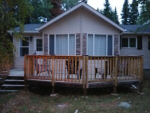2 Beautifully renovated cottages for rent 5 minutes to the lake!