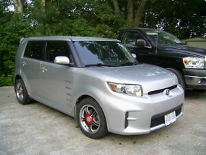 2011 TOYOTA Scion xB with NEW SNOWS