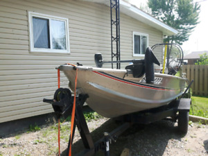 15 ft Aluminum boat 25 hp motor