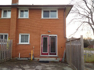 Two bedroom townhouse for rent in Preston area Cambridge Kitchener Area image 2