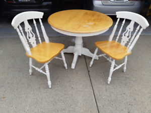 Beautiful Solid Oak round dining table, 5 chairs/2 leafs $165OBO