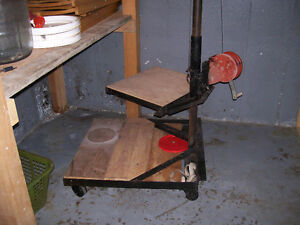 Manual lift or hoist for moving carboys/demijohns between levels