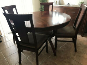 Hamilton Round Solid Wood Dining Table 4 Chairs Excellent Condition