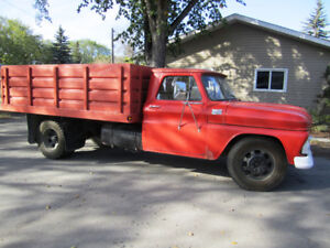 OBO  /  GMC 930  with hoist and box