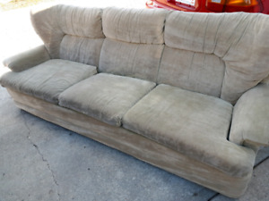 Comfy couch/free delivery