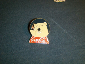 VINTAGE COCA COLA BEAR PINBACK-UNIQUE & COLLECTIBLE!