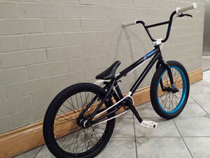 BMX MIRRACO 2012 LIKE BRAND NEW EXCELLENT CONDITION,A LIGHT BIKE