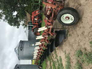 Cultivator, Disc, 8 Bottom Plow For Sale, JD 8820 Titan