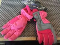 Pair of new girls thinsulate ski winter gloves pink BNWT
