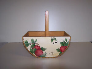 GREG'S ANTIQUES and COLLECTABLES - WOOD BASKET