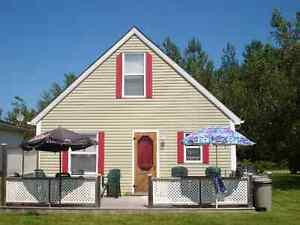 3-BEDROOM COTTAGE/CHALET -- WALK TO PARLEE BEACH, SHEDIAC, NB