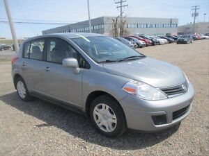 2012 Nissan Versa 1.8 S MANUAL TRANSMISSION! AUX! POWER DOOR...
