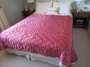 Reversible quilted bedcover
