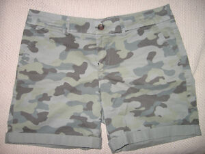 WOMEN'S GAP FACTORY CAMOUFLAGE BOYFRIEND SHORTS, SIZE 4