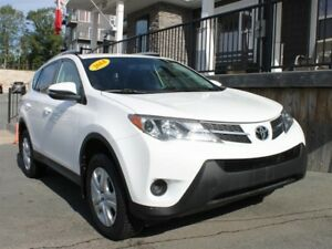 2014 Toyota RAV4 LE / 2.5L I4 / Auto / AWD **Great Buy!**