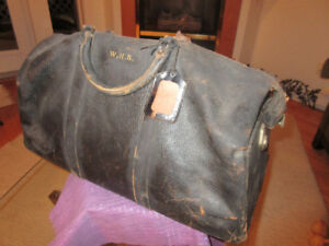 Wonderful Antique distressed leather brown travel bag