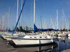 27 Ft Hunter Sailboat  - Great Family Boat - Reduced