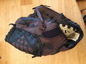 Left-handed kids baseball glove