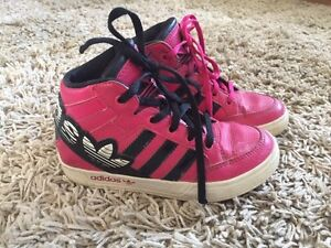 Girls Addidas runners