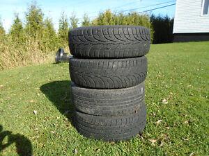 4 roues pour nissan sentra  et pneus195 60 15