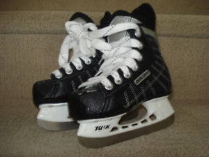 BAUER CHALLENGER YOUTH SIZE 10 HOCKEY SKATES
