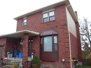 Whitby detached 3 bedrooms all inclusive main floor only