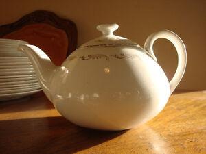 'Crown Essex' Tea & Coffee Service, 24 pieces Peterborough Peterborough Area image 5